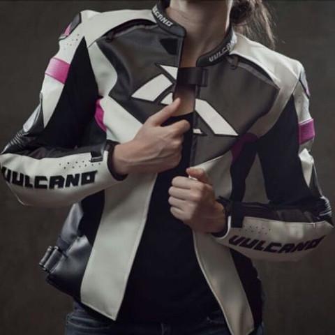 von vorne  - (Frauen, Motorrad, Jacke)