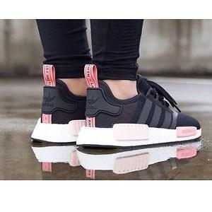 wo kann man diese schwarz pinken damen nmd r1 kaufen adidas. Black Bedroom Furniture Sets. Home Design Ideas