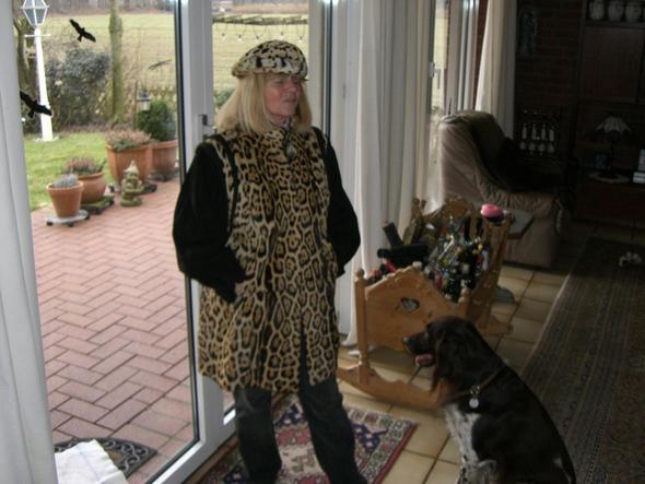 wo kann man einen pelzmantel orig jaguar verkaufen. Black Bedroom Furniture Sets. Home Design Ideas