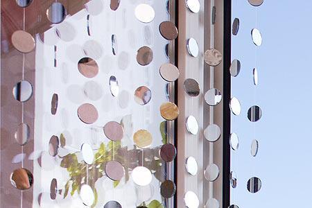wo kann man einen spiegelvorhang kaufen zimmer. Black Bedroom Furniture Sets. Home Design Ideas