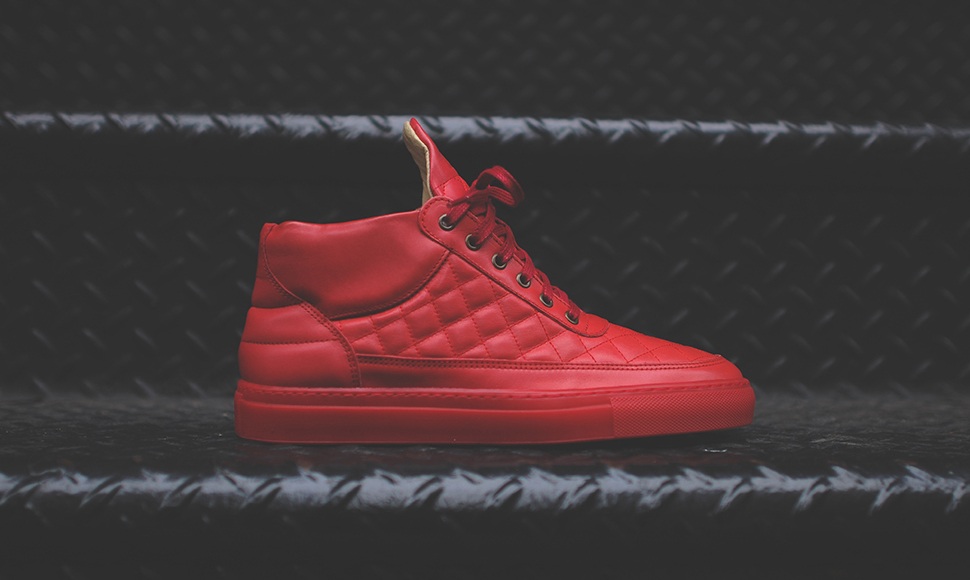 wo kann man in d sseldorf knall rote sneaker kaufen. Black Bedroom Furniture Sets. Home Design Ideas