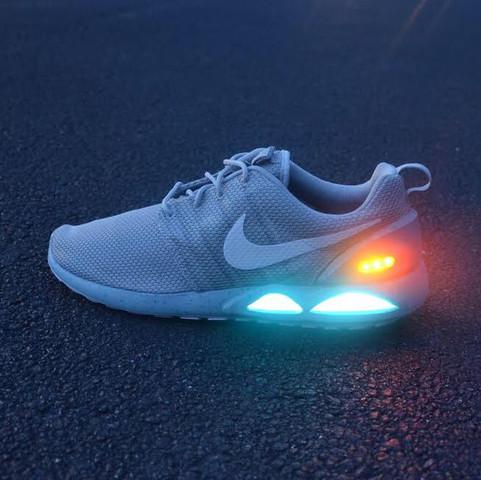 Nike Air Mag Roshe run. - (Nike, AIR, MAG)
