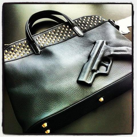29d072dcd5def Wo kann man so eine Tasche kaufen  Waffe (Waffen)
