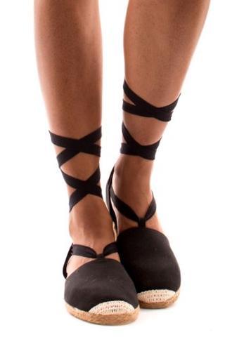 wo kann man solche schuhe kaufen egal ob online oder im laden sandalen schn ren r mersandalen. Black Bedroom Furniture Sets. Home Design Ideas