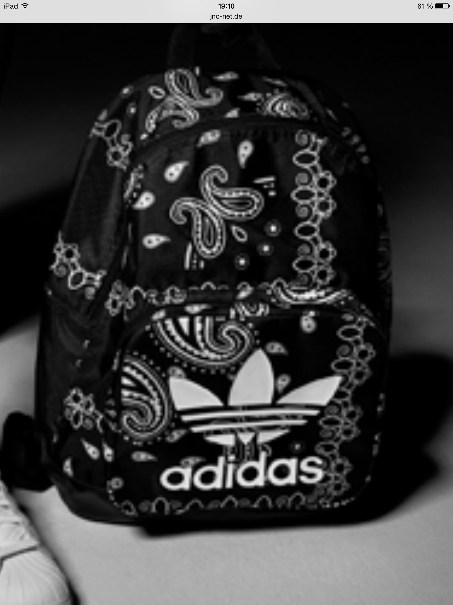 wo kauft man diesen rucksack adidas. Black Bedroom Furniture Sets. Home Design Ideas