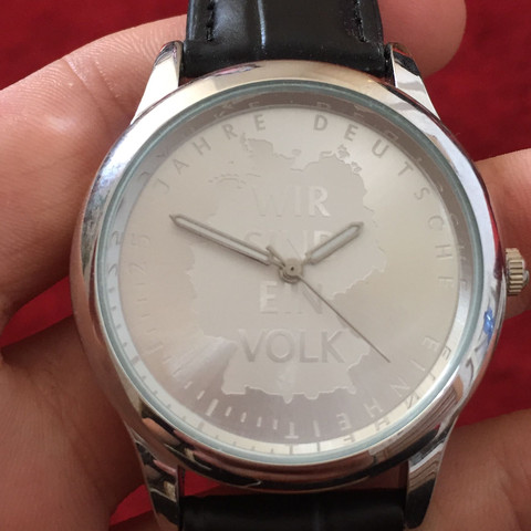 Wo kommt die Uhr her und was ist sie Wert?