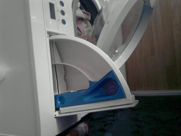 wo kommt was rein bei meiner waschmaschine waschen waschmittel klammern. Black Bedroom Furniture Sets. Home Design Ideas