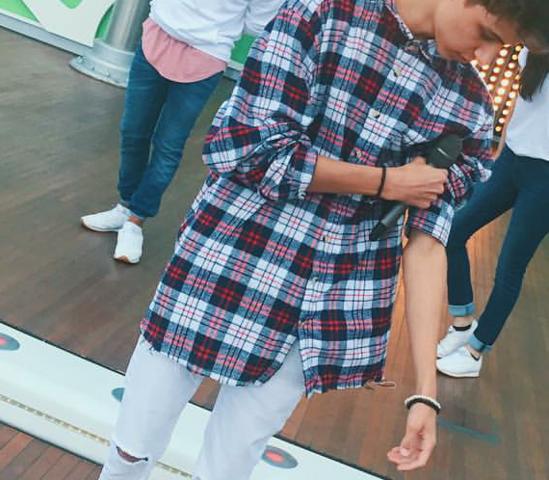 Wo krieg ich die Hemde die sehr lang und breit sind. Lukas Rieger trägt sie manchmal ?