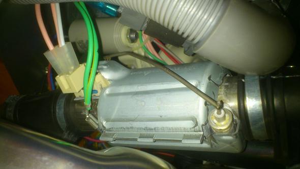 Wo sitzt der Temperatursensor bei einer Geschirrspülmaschine