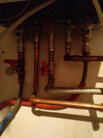 Wo und wie fülle ich Wasser nach Junkers Gastherme ZWN 18-7 KE?