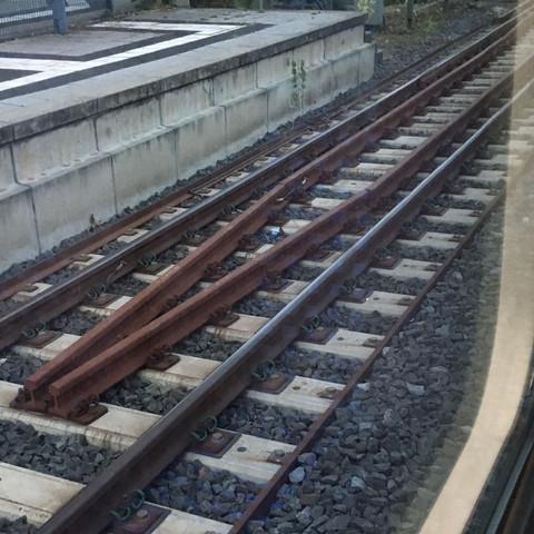 2. Gleis Zulaufend in der Mitte - (Bahn, Zug, Gleis)