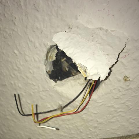 Wofür sind diese Kabel?Internet oder Steckdose?hilfe ...