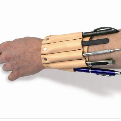 So wie hier abgebildet  - (Tasche, Armband, Werkzeug)