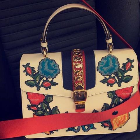Die Tasche ist Mega schön und will die vielleicht nachkaufen  - (Mode, Fashion)