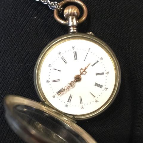 Woher kommt diese Taschenuhr und was ist sie wert?