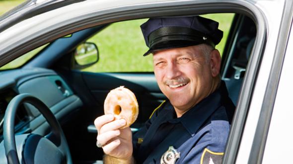 Woher kommt eigentlich das Klischee, dass US-Polizisten Donuts verzehren?