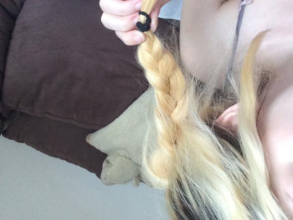 Man sieht halt, dass sie oben nahezu weiß und unten etwas gelblich sind. - (blond, Extensions)