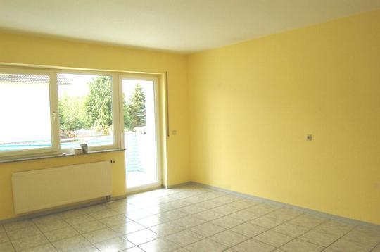 Wohnraum - gelbe Wand aufhellen (Farbe, renovierung, Maler)
