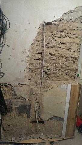 das ist ein stück der besagten wand  - (Handwerk, Zimmer, renovierung)