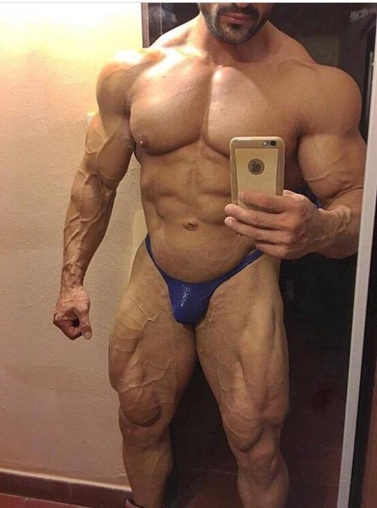 Bodybuilder Kleiner Penis