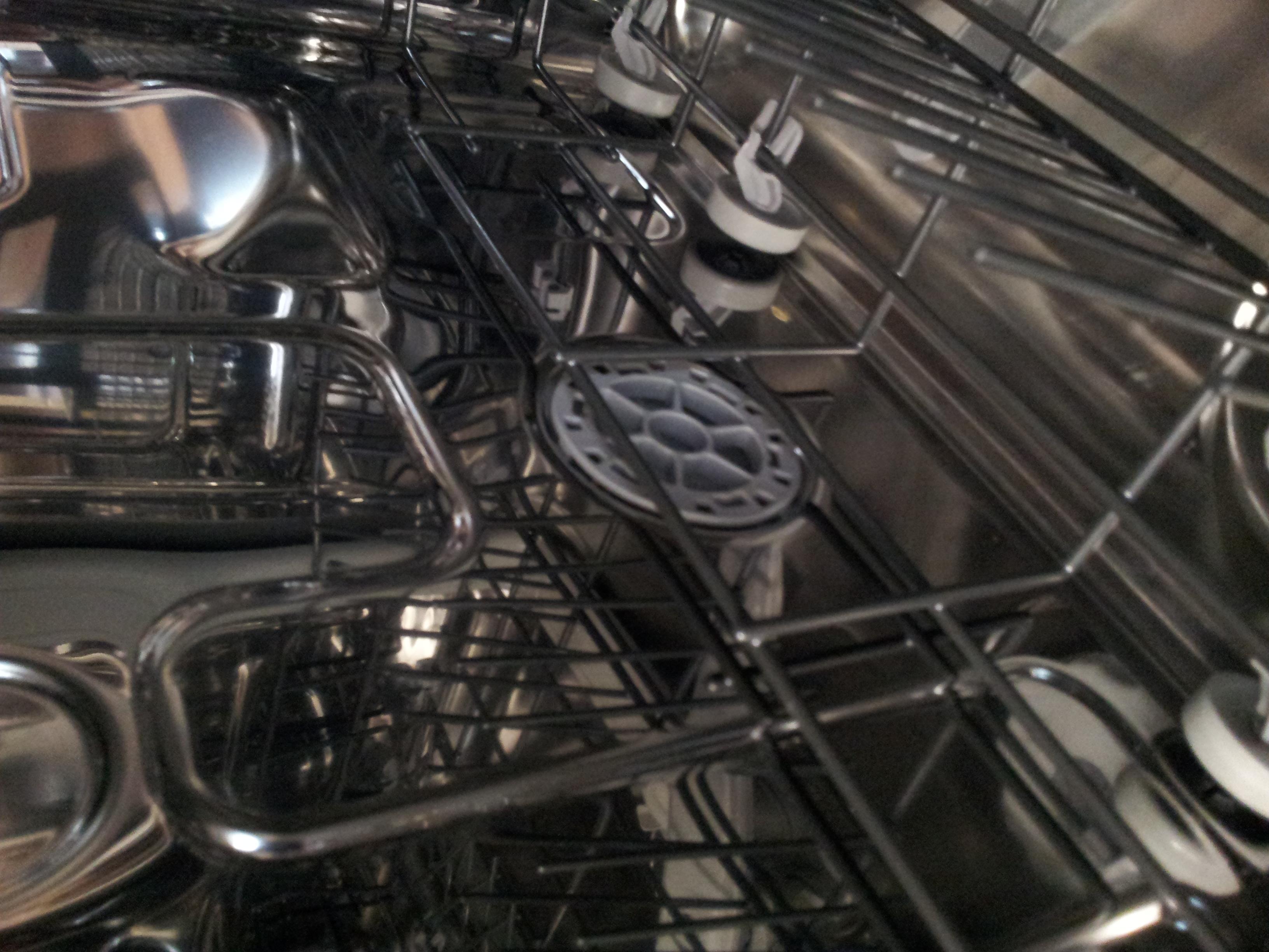 Wozu dient diese ffnung an der sp hlmaschine for Spulmaschine verstopft wasser steht
