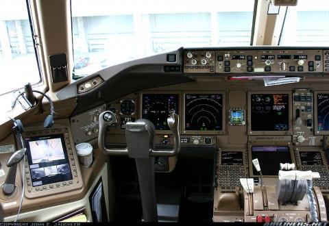 Boeing 777-300er - (Flugzeug, cockpit)