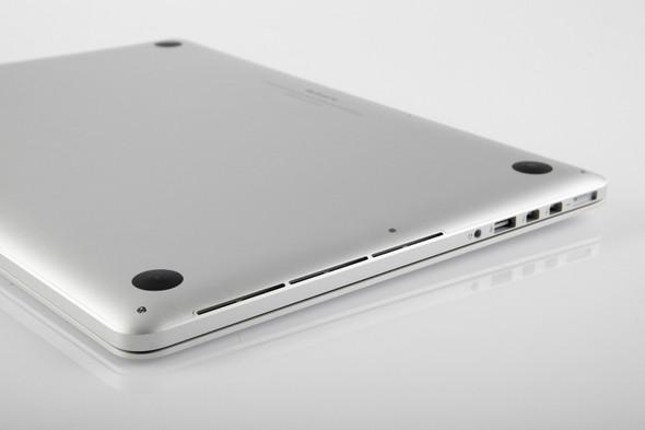 Rechts und links die Schlitze - (Computer, Apple, Notebook)