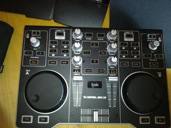 Hier das DJ Pult - (Musik, DJ, DJ-Pult)