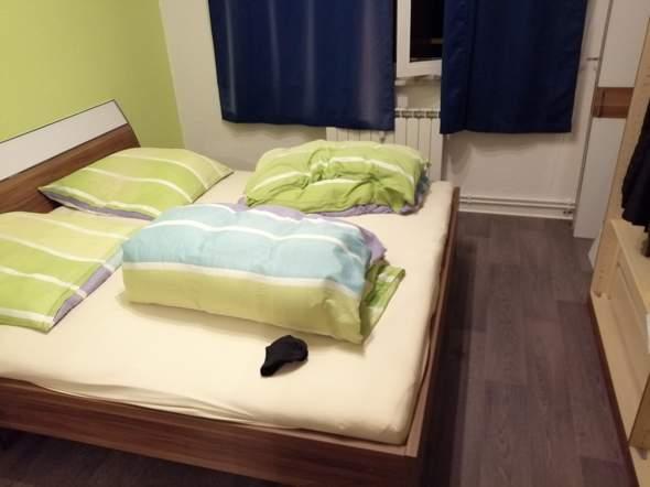 Würdet ihr den Kleiderschrank und das Bett tauschen (als Schallschutz)?