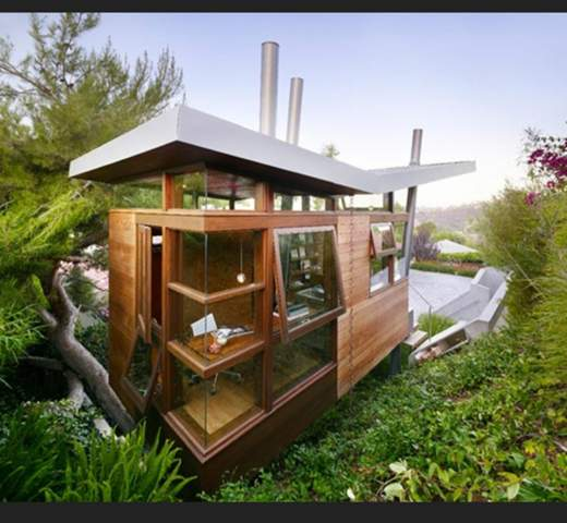 Would you live in nature in this luxury house and why (not)?