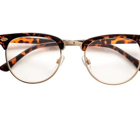 Hier ist die Brille - (Style, Brille, Fashion)