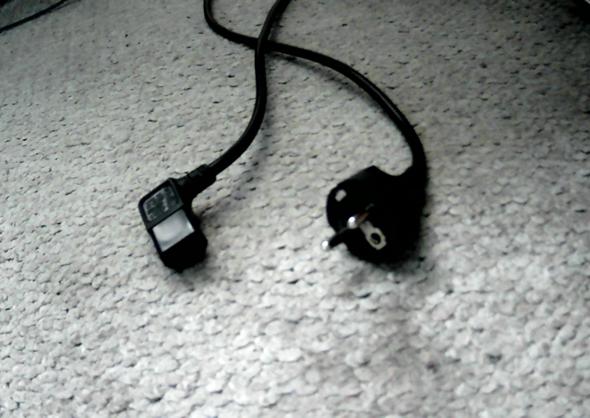 Zieht ein Kabel Strom, auch wenn es nur in der Steckdosenleiste drinnen ist?