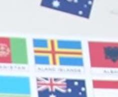 Zu welchem Land gehört die blau-gelb-rote Fahne in der Mitte?