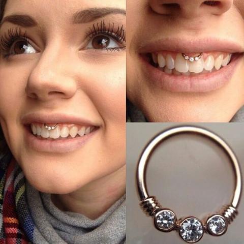 Piercing - (Piercing, Style, lippenbändchenpiercing)